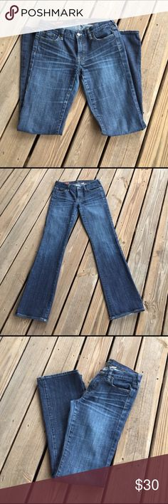 "J. Crew Hipslung Jeans in Premium Denim Wash sz 28 Cotton with a hint of stretch. Sits on hips. Fitted through hip and thigh, with a bootcut leg. Zip fly. Traditional 5-pocket styling. 32.5"" inseam. 8"" rise.  Machine wash. J. Crew Jeans Boot Cut"