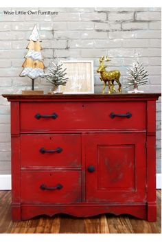 Using Dixie Belle Barn Red chalk paint to create a farmhouse-style look. Click to learn this painting technique and others to customize furniture to your taste. #paintedfurniture #dixiebellepaint #bestpaintonplanetearth Red Painted Furniture, Colorful Furniture, Paint Furniture, Furniture Makeover, Cool Furniture, Painted Dressers, Furniture Refinishing, Refurbished Furniture, Red Home Decor