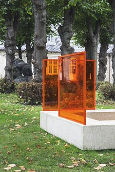 'The Meeting Room', is a public bench composed of four rectangular pieces of terrazzo, surrounded by coloured plexiglass backrests. Created for the 'Side by side Outside' exhibition in the garden of the Danish Design Museum. Photos by Irina Boersma #sidebyside #exhibition #installation #art #danishdesignmuseum #colour #plexiglass #studiodavidthulstrup #cabinetmakers #autumn #sculpture #installation #irinaboersma