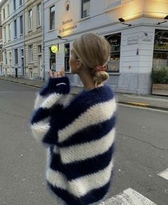 Mode Outfits, Fashion Outfits, Fashion Tips, Fashion Skirts, Warm Outfits, Fashion Quotes, Stylish Outfits, Gros Pull Mohair, Winter Fits