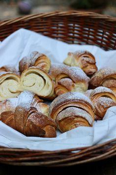 cornetti con metodo sfogliette - creando si impara Croissants, Croissant Recipe, Pasta, Sweet And Salty, Pretzel Bites, Food Photography, Bakery, Good Food, Food Porn