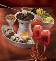En la variedad esta el gusto. Prepara delicioso Fondue de Chocolate para darle un gusto a tus banquetes. http://www.saborcontinental.com/2010/02/recetas-de-postres-fondue-de-chocolate/