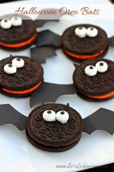 Best Halloween Party Snacks - Halloween Oreo Bats - Healthy Ideas for Kids for School, Teens and Adults - Easy and Quick Recipes and Idea for Dips, Chips, Spooky Cookies and Treats - Appetizers and Finger Foods Made With Vegetables, No Candy, Cheap Food, Scary DIY Party Foods With Step by Step Tutorials http://diyjoy.com/halloween-party-snacks