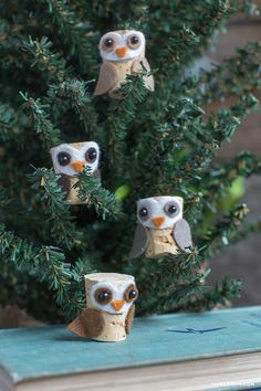 A list of the best DIY wine cork crafts I've seen to upcycle and repurpose all o. - A list of the best DIY wine cork crafts I've seen to upcycle and repurpose all of those corks I h - Owl Crafts, Christmas Projects, Holiday Crafts, Christmas Crafts, Christmas Decorations, Christmas Ornaments, Simple Christmas, Sharpie Crafts, Christmas Tree
