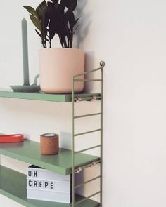 Mijn eigen kleine speeltuin; heerlijk om het rekje telkens wat anders aan te kleden   #myhome #myinterior #kleurrijkwonen #kleurigwonen #colorfulinterior #hay #bloomingville #tallow #stringpocket #stringfurniture #lightbox #pink #elho #myelho #welcomeroomin
