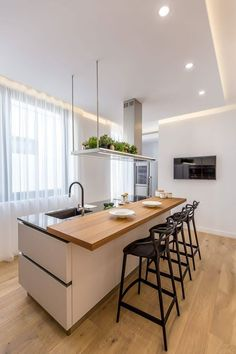 Modern Luxury Kitchens For A Grand Kitchen Grand Kitchen, Modern Kitchen Island, Modern Kitchen Design, New Kitchen, Kitchen White, Gray Interior, Cafe Interior, Kitchen Interior, Kitchen Decor