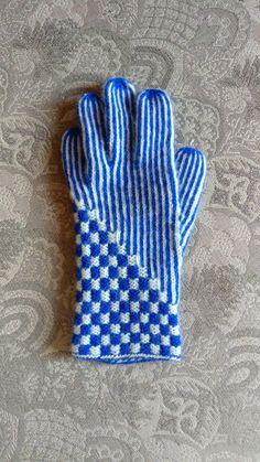 Anette L syr och skapar: sockor Fingerless Gloves Knitted, Knit Mittens, Wrist Warmers, Vintage Knitting, Knit Crochet, Sewing, Knitwear, Crafting, Projects