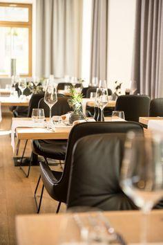 Einzigartige Kulinarik und zauberhafte Speisen im Restaurant SEENSUCHT am Zeller See. Das Restaurant am See befindet sich im Seehotel Bellevue im Salzburger Land - Zell am See/Kaprun Zell Am See, Restaurant, Eames, Conference Room, Lounge, Chair, Table, Furniture, Home Decor