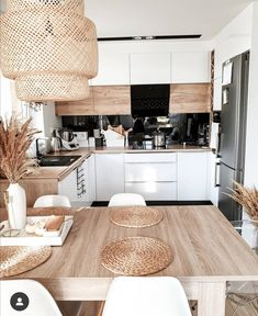 36 Great Small Kitchen Examples And Ideas You Can Get From Them- 2020 - Page 23 of 36 - coloredbikinis. Small Space Kitchen, Kitchen Room Design, Modern Kitchen Design, Home Decor Kitchen, Kitchen Living, Interior Design Kitchen, Home Kitchens, Interior Ideas, Small Spaces
