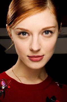 Welke haartrend kiezen voor 2013? Wij hebben de antwoorden voor jou! Kort haar, laagjes, lang en romantisch haar, kleur,... Eén ding staat vast...