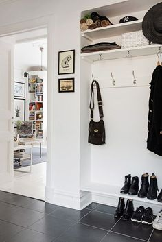 Nordhemsgatan 54 B, Linnéstaden Wardrobe Solutions, Small Entryways, Home Office Storage, Workspace Design, Scandinavian Interior Design, Deco Design, Organizing Your Home, Wooden Shelves, Small Living