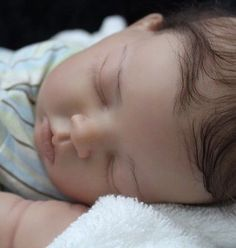 Joanne Elise is proud to present reborn baby Pippin (Bonnie Brown Sculpt)