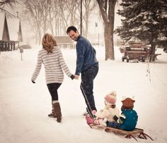 Winter Family Photos If only we had a sled!! So cute!