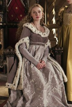 Clothing medieval - the white Queen (Movie) - Queen Elisabeth (Woodville) and Anne Neville Tudor Costumes, Medieval Costume, Medieval Dress, Elizabeth Woodville, Rebecca Ferguson, White Queen Costume, The White Queen Starz, Elizabeth Of York, Grey Gown
