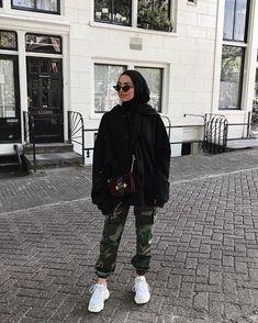 – Source by yayeseynabous – - hijab outfit Modern Hijab Fashion, Street Hijab Fashion, Hijab Fashion Inspiration, Muslim Fashion, Mode Inspiration, Hijab Street Styles, Hijab Fashion Style, Modest Fashion, Hijab Fashion Summer