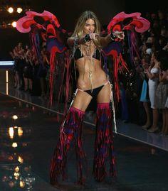 Martha Hunt - Victoria's Secret Fashion Show  2015 | Harper's Bazaar