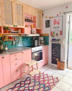 Via Amazing pink kitchen! Do you like it? Credits Via Amazing pink kitchen! Do you like it? Deco Studio, Sweet Home, Interior Minimalista, Hippie Home Decor, Bohemian Decor, Hippie House, Bohemian Interior Design, Cute Kitchen, Dream Rooms