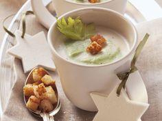 Selleriecremesuppe ist ein Rezept mit frischen Zutaten aus der Kategorie Cremesuppe. Probieren Sie dieses und weitere Rezepte von EAT SMARTER!