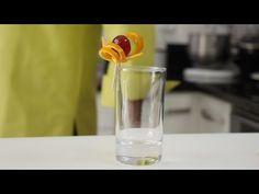 Décoration cocktail avec une orange - YouTube Decoration Cocktail, Cocktails, Shot Glass, Orange, Tableware, Youtube, Beverages, Bebe, Craft Cocktails