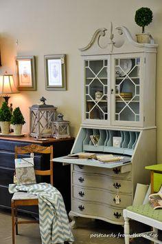 Sad to sensational vintage secretary hutch makeover - by Postcards from the Ridge Painted Secretary Desks, Antique Secretary Desks, Secretary Desk With Hutch, Desk Hutch, Secratary Desk, Refurbished Furniture, Paint Furniture, Furniture Projects, Refurbished Hutch
