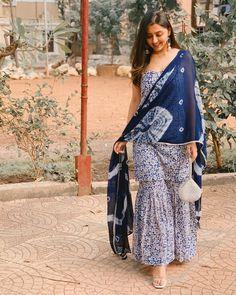 Casual Indian Fashion, Indian Fashion Dresses, Indian Gowns Dresses, Dress Indian Style, Indian Wear, Sharara Designs, Kurta Designs Women, Kurti Designs Party Wear, Blouse Designs