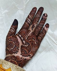 Beautiful Mehndi Design - Browse thousand of beautiful mehndi desings for your hands and feet. Here you will be find best mehndi design for every place and occastion. Quickly save your favorite Mehendi design images and pictures on the HappyShappy app. Indian Henna Designs, Latest Bridal Mehndi Designs, Full Hand Mehndi Designs, Henna Art Designs, Mehndi Designs 2018, Stylish Mehndi Designs, Mehndi Designs For Girls, Wedding Mehndi Designs, Dulhan Mehndi Designs