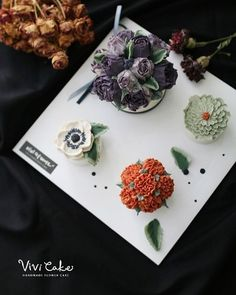 Rice cake + Bean paste flower class Made by_ students . . 수업상담 Kakao Id : koreaflower02 Line Id : vivicake02 Wechat Id : vivicake_korea . . 블로그 주소 : www.vivi-cake.com . . vivicakeclass@gmail.com . . .  #flowercake #design #cake #flowercakeclass #cakeclass #flowers  #koreaflowercake #koreanflowercake #piping #rice #riceflowercake #wilton #wiltoncake #koreanbuttercream #flowers #baking #beanpaste #beanpasteflower #플라워케이크 #떡케이크 #Ricecake #vivicake #앙금플라워 #앙금플라워떡케이크 #앙금케이크 #앙금플라워케이크