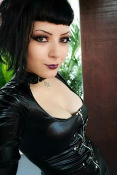 For those individuals who like dressing in gothic style fashion cl. For those individuals who like dressing in gothic style fashion clothing and accessories one must always make an attempt to look as uni Goth Beauty, Dark Beauty, Steam Punk, Alternative Girls, Alternative Fashion, Dark Black, Estilo Dark, Dark Fashion, Style Fashion