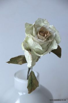 Dry sugar rose made from wafer paper Sugar Rose, Sugar Flowers, White Chocolate Ganache, Wafer Paper, Gum Paste, No Bake Cake, Fondant, Cupcake Cakes, Wedding Cakes