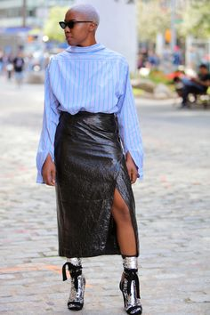 Your glimpse at all the best-dressed folks attending runway shows, after parties and everything in between at New York Fashion Week Spring Classy Street Style, Street Style Looks, Street Chic, Street Beat, Fashion Story, Fashion Outfits, Fashion Styles, New York Fashion Week 2018, Black Women Fashion