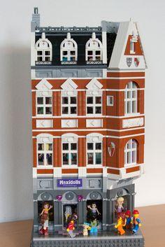 Lego Modular, Lego Design, Legos, Casa Lego, Lego Minifigure Display, Lego Boards, Cool Lego Creations, Lego Architecture, Lego House