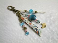 Bijou de sac,porte-clefs ou gri-gri modèle unique Fabric Jewelry, Key Chains, Voodoo, Key Rings, Fabric Crafts, Jewelry Crafts, Gifts For Mom, Creativity, Bling