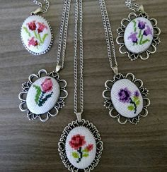 This Pin was discovered by Bpb Tiny Cross Stitch, Cross Stitch Bookmarks, Cross Stitch Flowers, Cross Stitch Designs, Cross Stitch Patterns, Hand Embroidery Stitches, Beaded Embroidery, Cross Stitch Embroidery, Embroidery Patterns