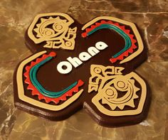 Disney Polynesian Resort Inspired Tiki Ohana Sign Replica- $39.99 Perfect for any Disney fan to add to their collection. Bring a little bit of the Happiest Place on Earth to your home. Disney World Gifts, Walt Disney World, Dream Master Bedroom, Master Bath, Aloha Sign, Polynesian Resort, Diy Nursery Decor, Deck Party, Tiki Room