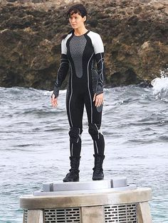 """Jennifer Lawrence shooting """"The Hunger Games: Catching Fire"""" in Maui, Hawaii. *Squee*"""