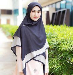 Memang ayuuu sangat!!!     Radwa Square : Luste -tidak jarang  -soft bubble  -sharp end  -senang bentuk  -senang iron  -labuh 58  -dwicolors  -RM69.00  -worldwide shipping    Ws +6 013 334 7153 / klik link di bio / dapatkan pada agen kami di #eleyraafamily Hijab Style Dress, Hijab Outfit, Muslim Girls, Muslim Women, Abaya Fashion, Muslim Fashion, Beautiful Hijab Girl, Modele Hijab, Hijabi Girl
