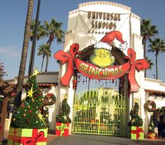 MACARONI HOLIDAY REVIEW: UNIVERSAL'S GRINCHMAS Now Back At Universal Studios Hollywood - Daily Thru Jan 1st