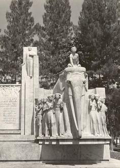 Van Heutsh monument in Batavia Art Nouveau, Art Deco, Dutch East Indies, Old Pictures, Jakarta, The Past, Van, Culture, Statue