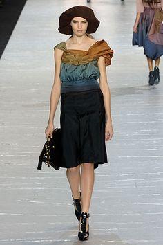 Louis Vuitton Fall 2007 Ready-to-Wear Fashion Show - Sofi Berelidze
