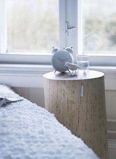 bring nature in.    Skulle vilja en en (fräsh) stubbe som bord. Vid mån av plats..
