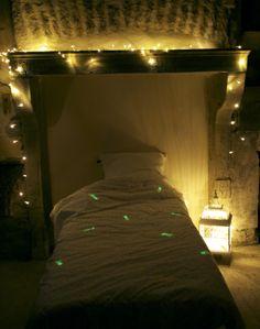 Fais ton voeu avant que les étoiles filantes disparaissent Make your wish before the shooting stars disappear