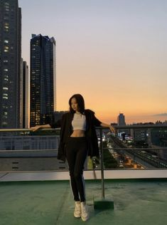 Find images and videos about kpop, chanel and blackpink on We Heart It - the app to get lost in what you love. Mode Ulzzang, Ulzzang Girl, Divas, Kim Jennie, Blackpink Fashion, Korean Fashion, Blackpink Photos, How To Pose, Kpop Outfits