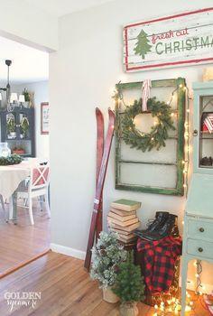 Vintage, cozy, lodge Christmas decor Vintage, rustic, cozy Christmas decor #JMholidaystyle #holidayhousewalk2015: