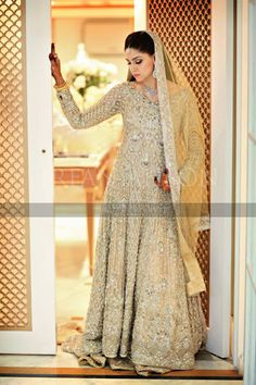 full length front of the bride that i thought was Faraz manan's or Elan's. it's actually a HSY bridal i think.