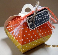 Fill this candy corn with candy corns this Halloween....made with the Curvy Keepsake Box Die.
