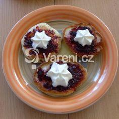 Hrníčkové kynuté lívance z domácí pekárny recept - Vareni.cz Muffin, Pudding, Breakfast, Food, Morning Coffee, Custard Pudding, Essen, Muffins, Puddings