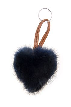 Sono un morbido cuore in visone personalizzabile e realizzato artigianalmente. Vorrei accompagnarti ovunque tu vada.