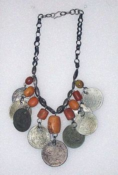Israel | Necklace ~ qilâda ~ from the Bedouins of the Negev region | Silver and amber