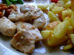 Den předem si maso naložíme: Prsa nakrájíme na nudličky, osolíme, opepříme, posypeme paprikou a špetkou chilli a dáme do misky. Tatarku smícháme...