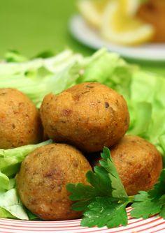 Prepară și tu chifteluțe dietetice de curcan la mai puțin 400 de Calorii.  #chiftelute #dieta #dietetic #curcan #pranz Mai, Baked Potato, Potatoes, Baking, Health, Ethnic Recipes, Food, Diet, Green
